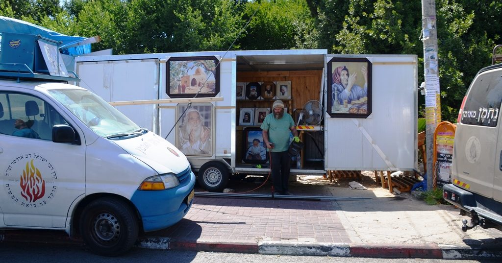 Art seller in Meron