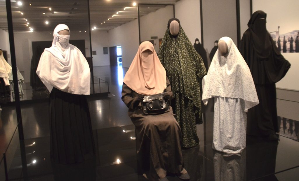 Muslim women in Israel Museum exhibit on veiled women