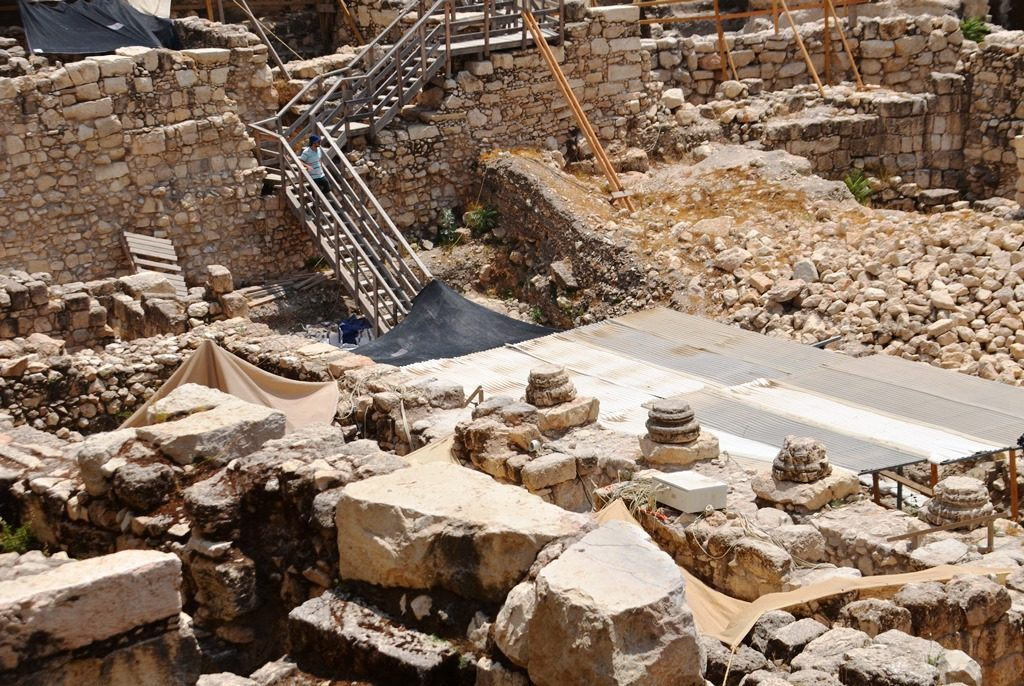 Roman remains in Jerusalem archaeological dig