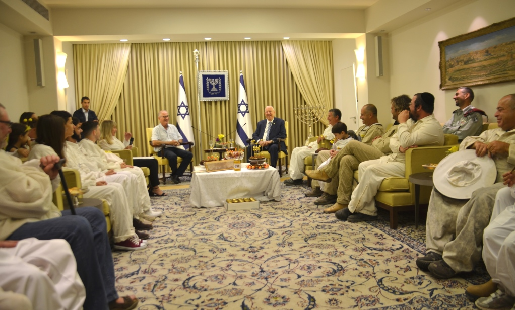 President Rivlin hosts beekeepers before Rosh Hashana