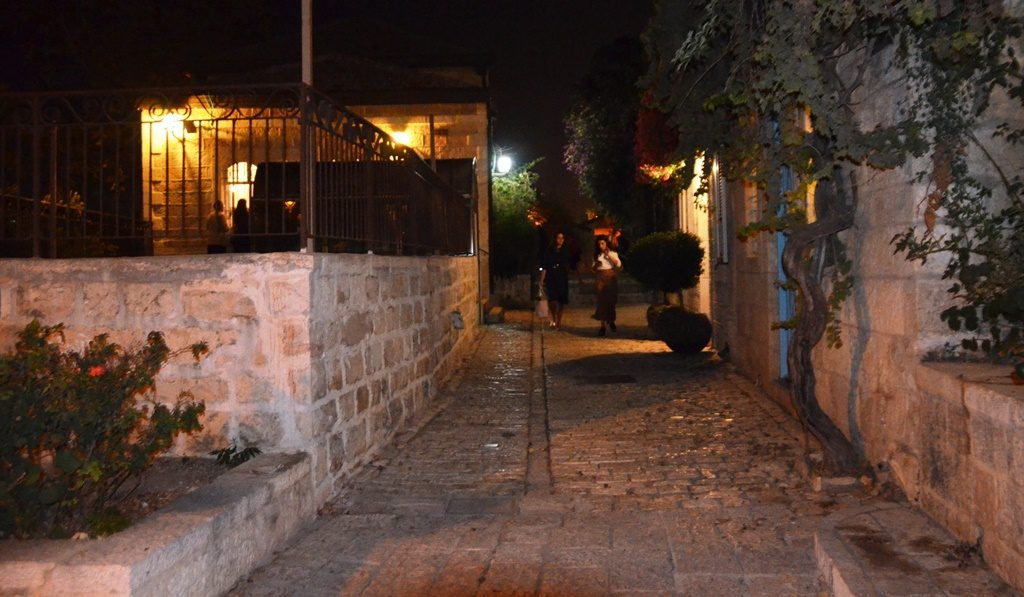sellichos in Yerushalayim at night in Yemin Moshe