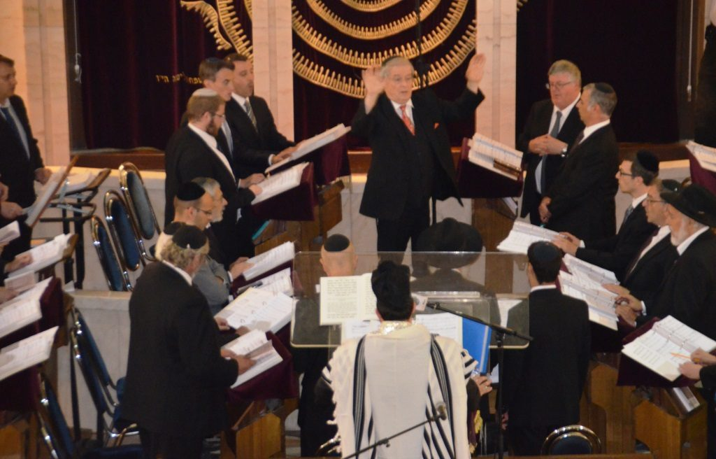 Jerusalem Great Synagogue on night selichos choir and chazan