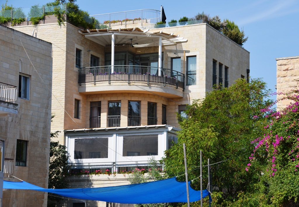 Jerusalem building with a sukkah