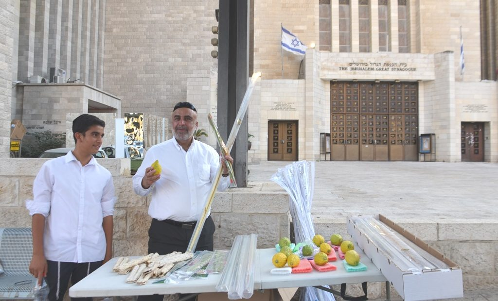 Sukkos in Jerusalem people selling lulav and estrog