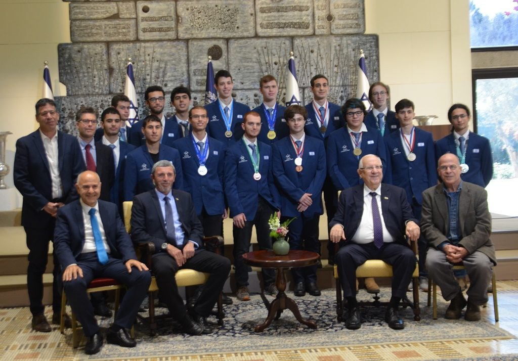 President Reuven Rivlin poses with Israeli Physics Olympiad medalists at Beit Hanasi