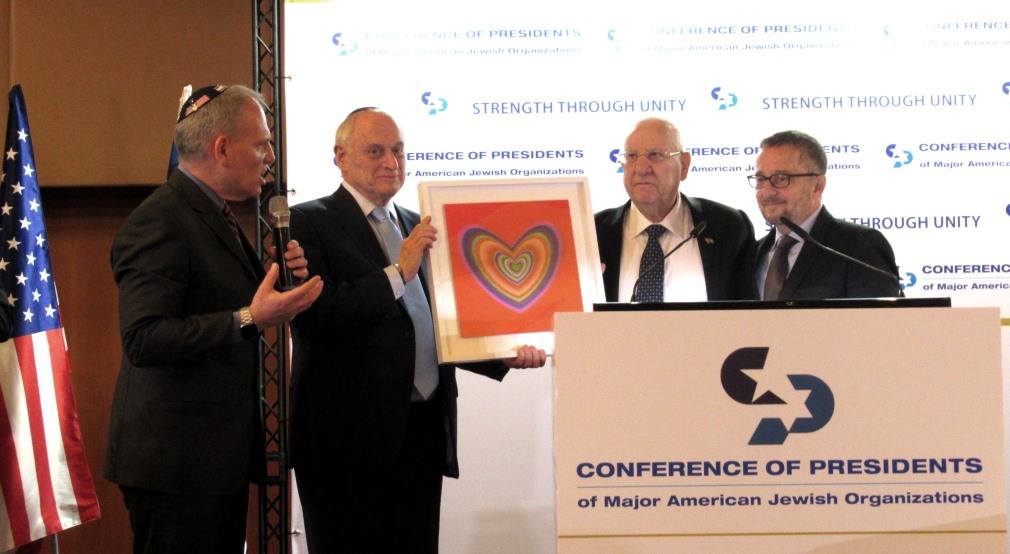 Israeli President receives gift from Conference of Presidents