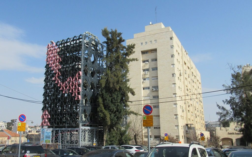 Jerusalem parking garage to save space