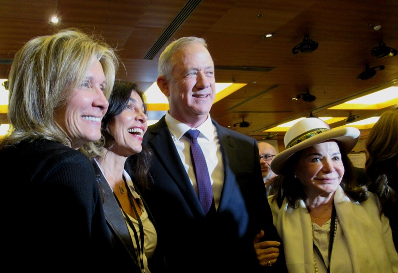 Benny Gantz and female admirers