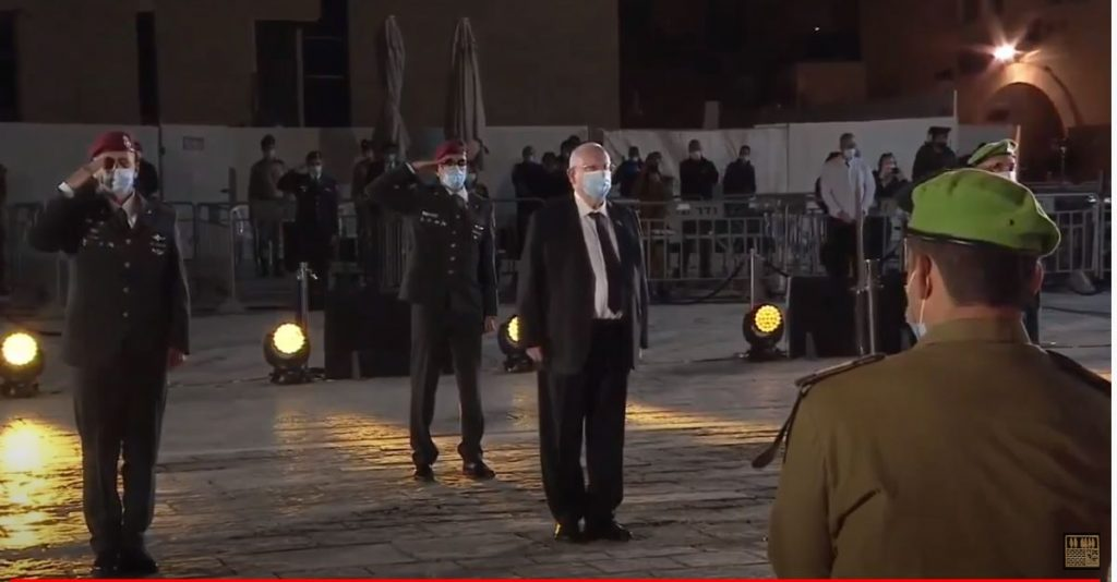 Israeli President Rivlin wearing a mask at Yom Hazikaron ceremony at Western Wall