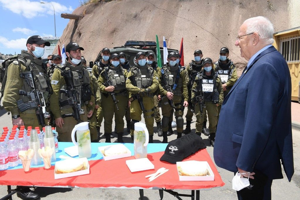 Shavuot cheese cake for Israeli security with President Reuven Rivlin