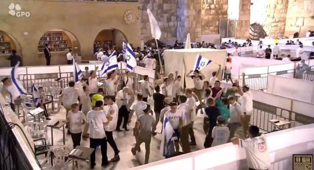Flagdance at the Kotel on Yom Yerushalayim coronavirus