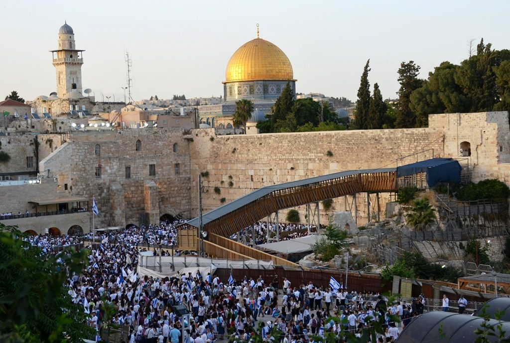 Kotel at end of Jerusalem Day