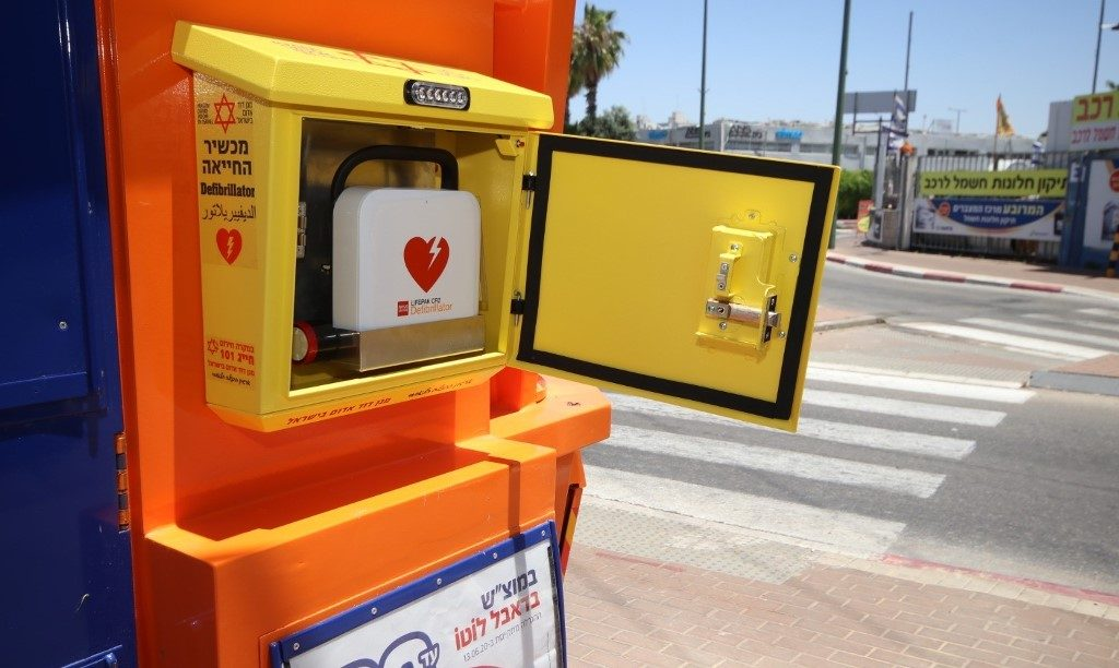 Israeli defibrillator posted on street with connection to MDA