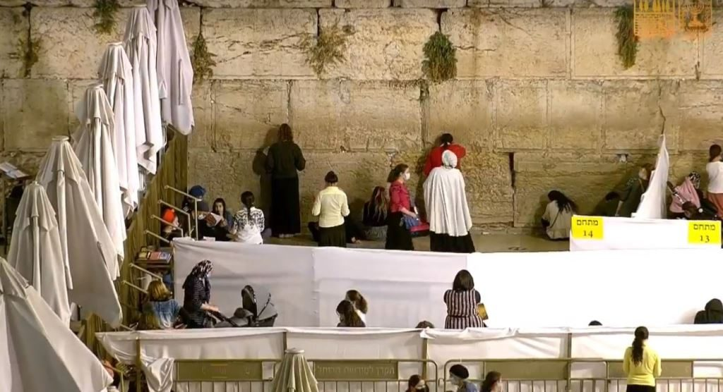 Kotel Women's section divided for COVID-19 regulations