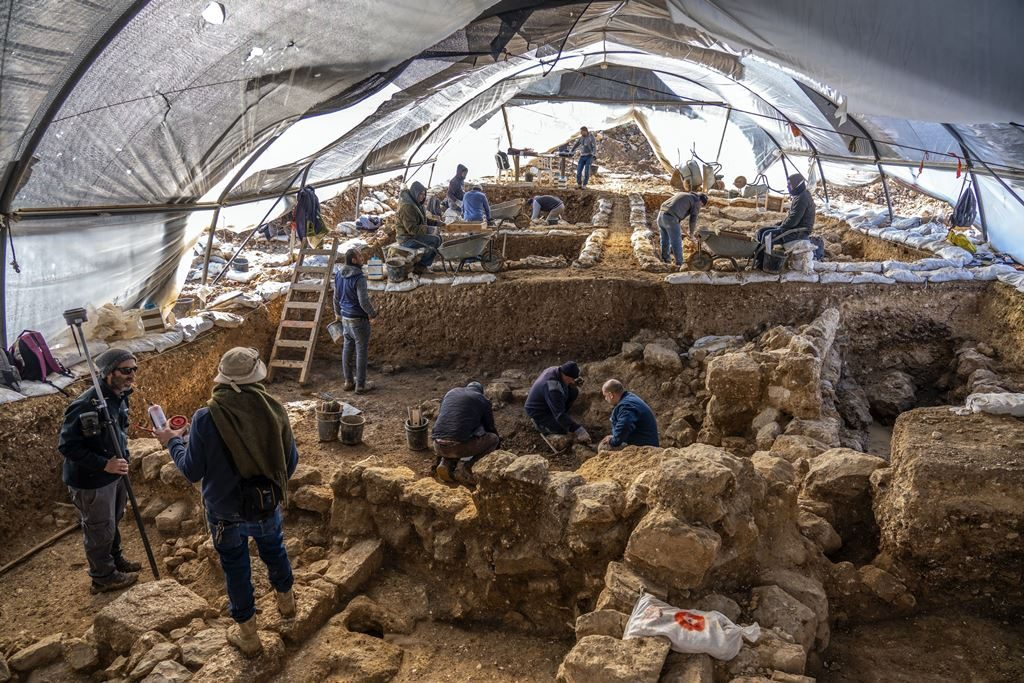 Jerusalem Archaeological discovererstorage center from the days of Kings Hezekiah and Manasseh (8th
