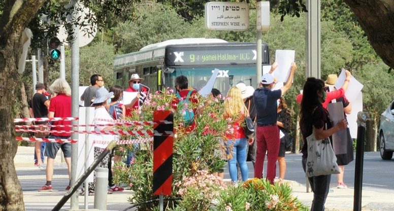 Israel Museum employees protest prolonged closing and no pay