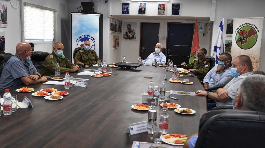 Israeli President Reuven Rivlin meets with IDF near Lebanon border