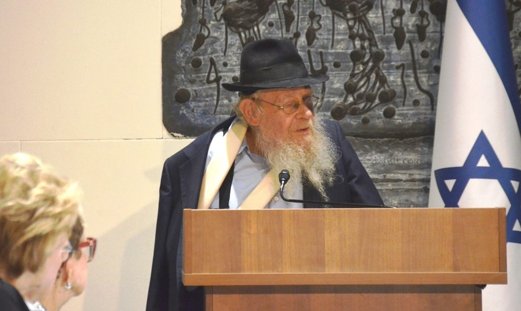 Rabbi Adin Steinslatz speaking at Beit Hanasi for 929 program