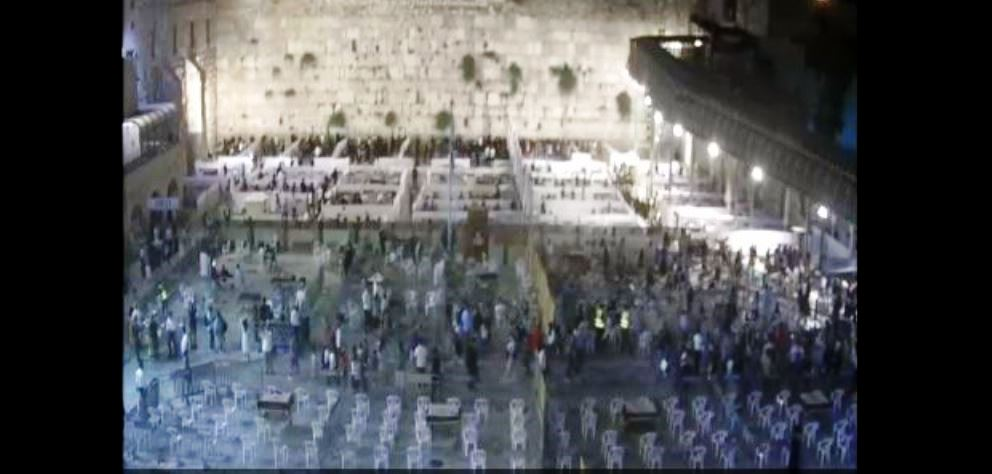 Kotel Plaza divided into sections for late night selihot during coronavirus pandemic limitations on size of gatherings