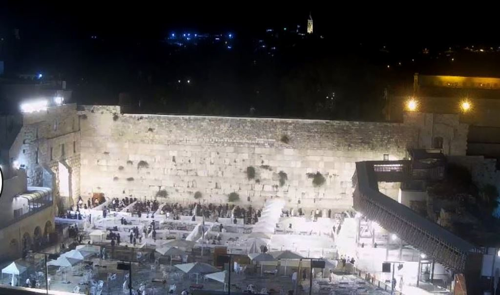 Kotel Plaza divided during coronavirus restrictions night view