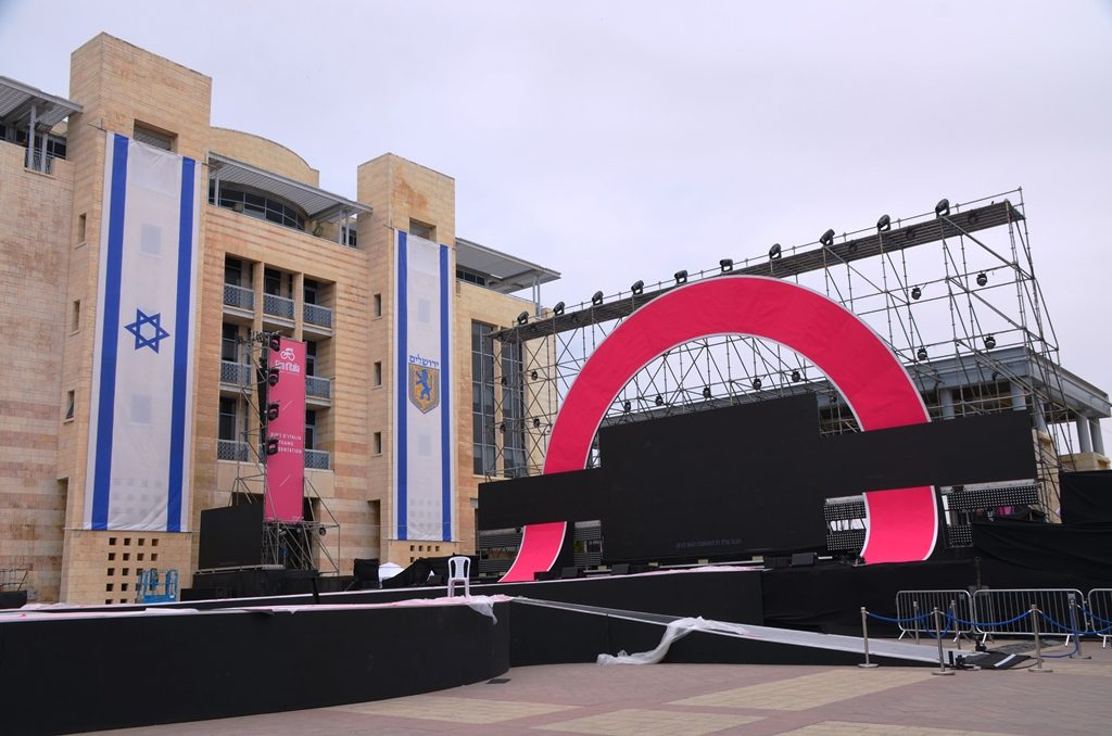 Giro stage in Safra Square for opening of cycling event