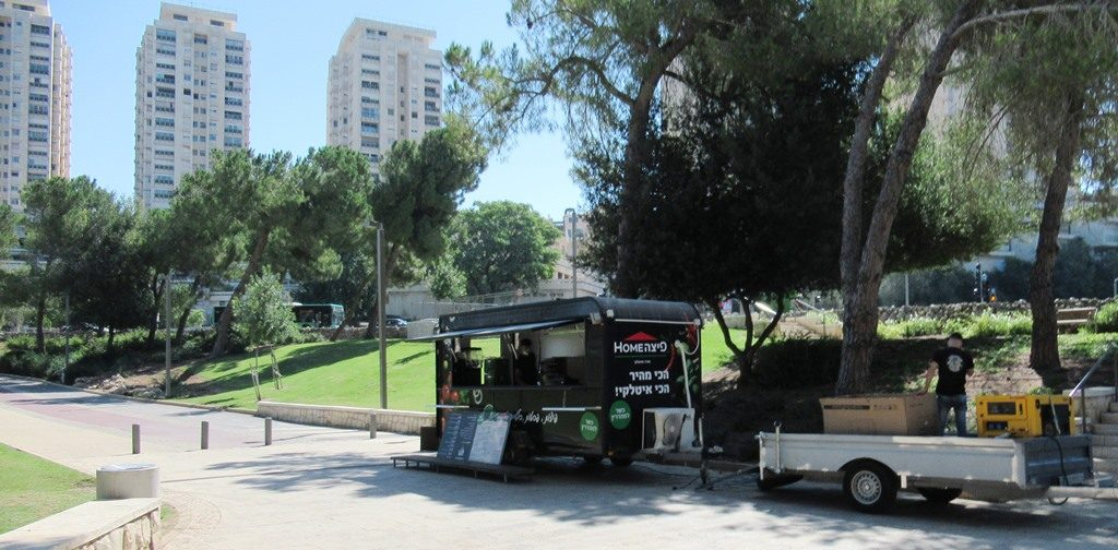 Jerusalem pizza truck in Gan Sacher