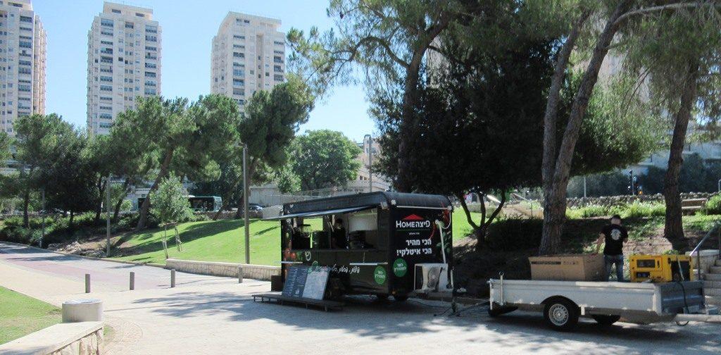 Jerusalem pizza truck in Gan Sacher