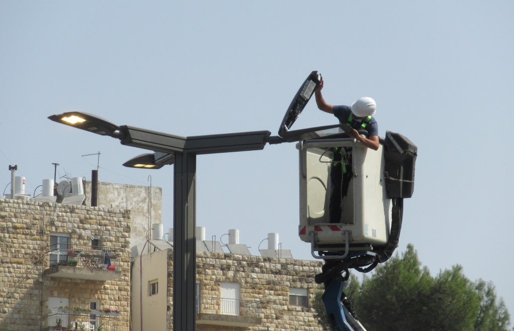 Fixing street light over Jerusalem streets