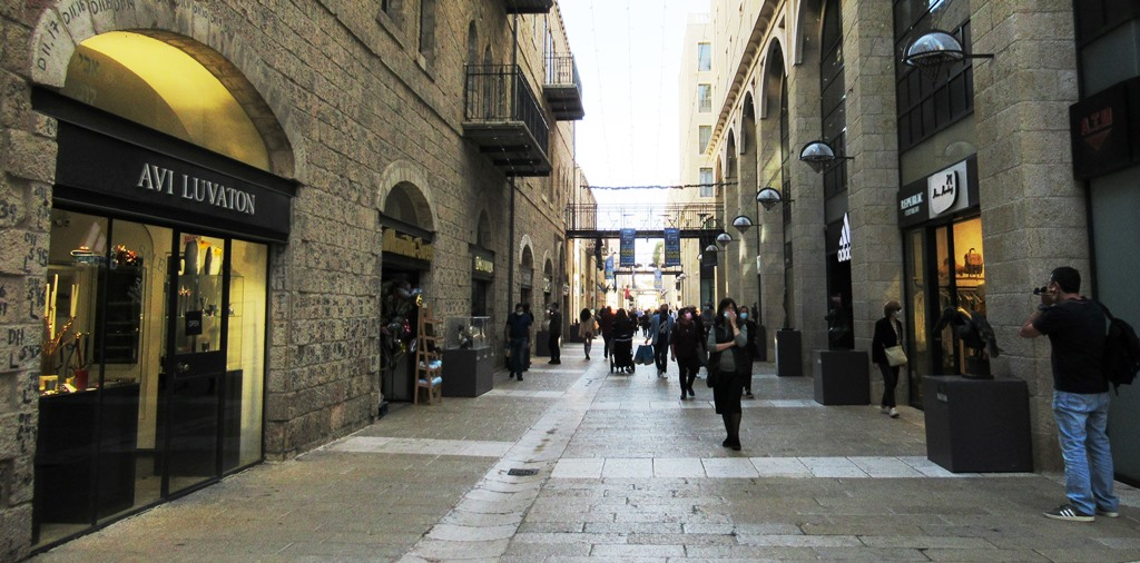 This image has an empty alt attribute; its file name is Jerusalem-Mamilla-with-people-open-after-corona-closing.jpg