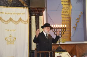 Rabbi Benjy Levine speaking in his grandfather Reb Aryeh Levine's shul
